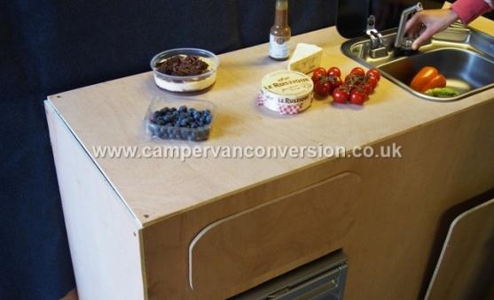 Campervan sink with lid